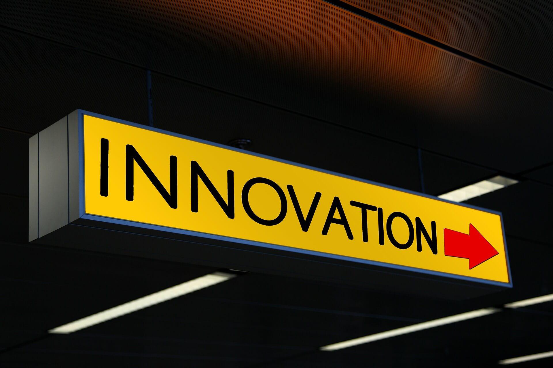 """Guia prático para quem quer inovar e não sabe como começar - Placa escrito """"Innovation"""""""