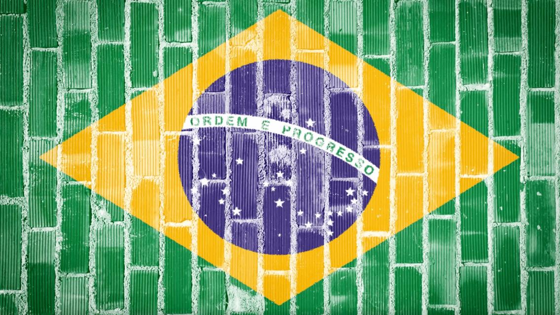 Existe vantagem em morar em um país atrasado? - bandeira do Brasil