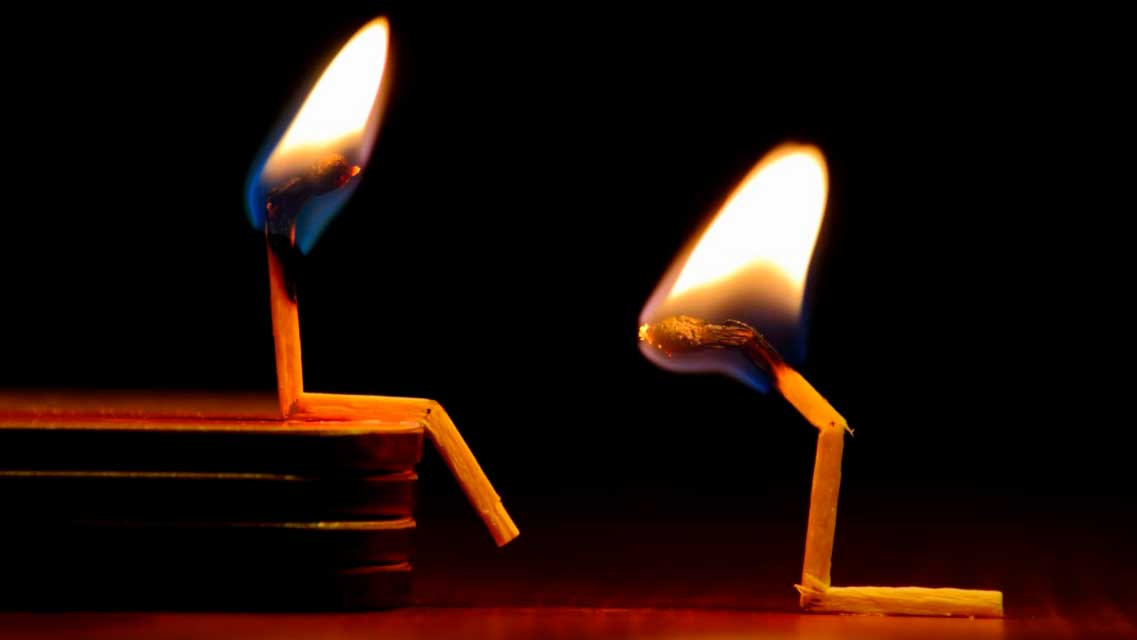 Fósforos queimando