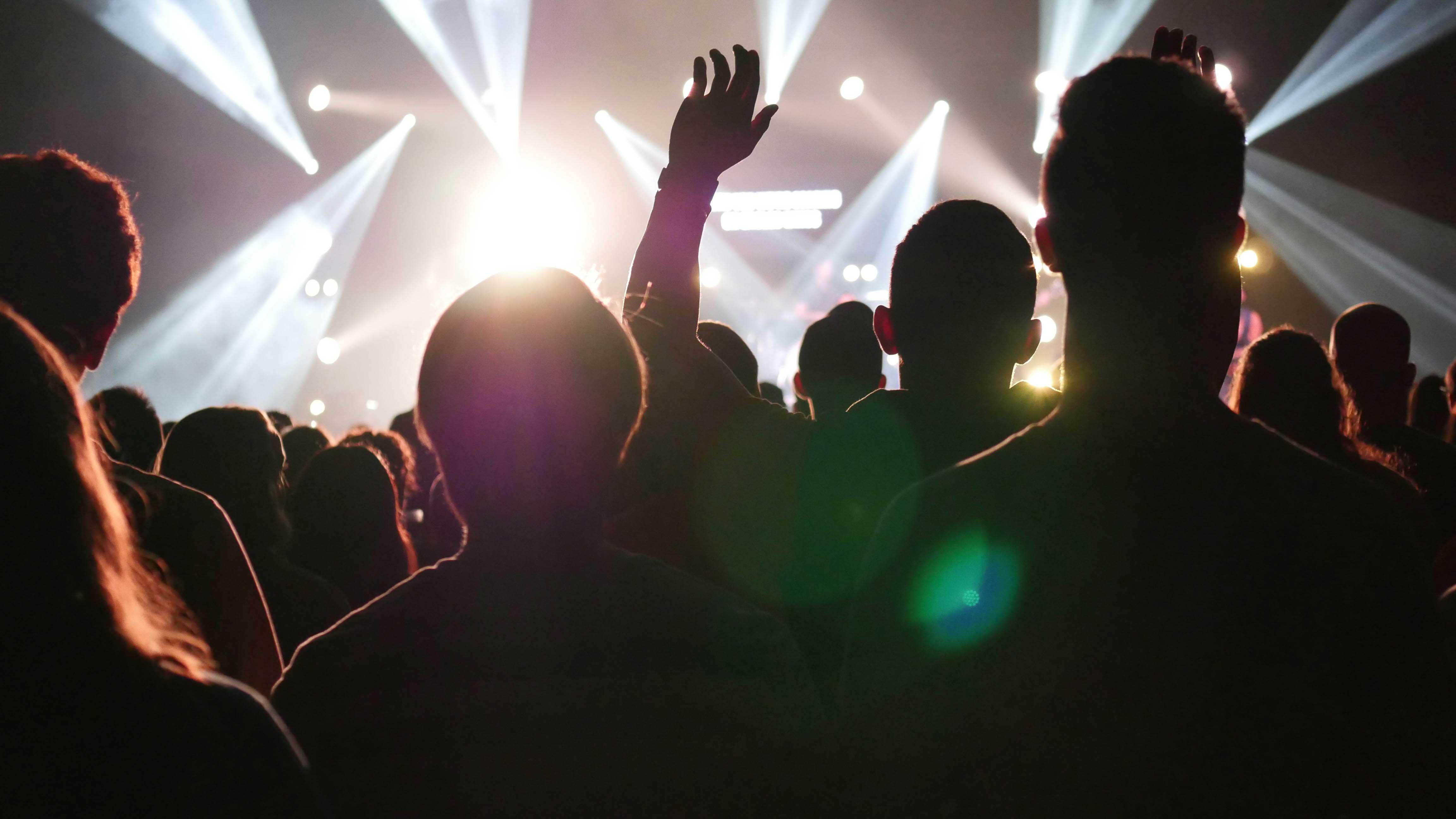 Visão da plateia de um show de rock