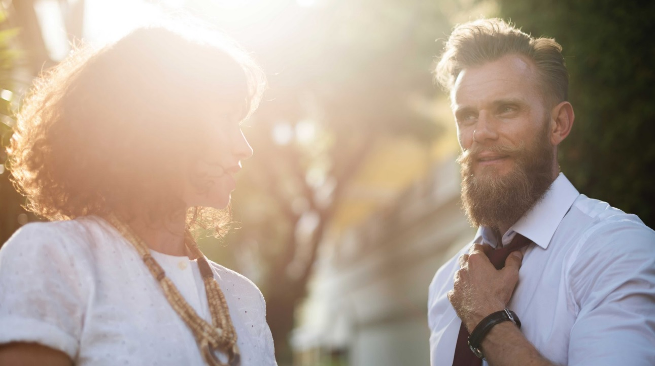 Desafio Profissional: 3 Dicas para Encará-lo de Frente - Executivos sorrindo