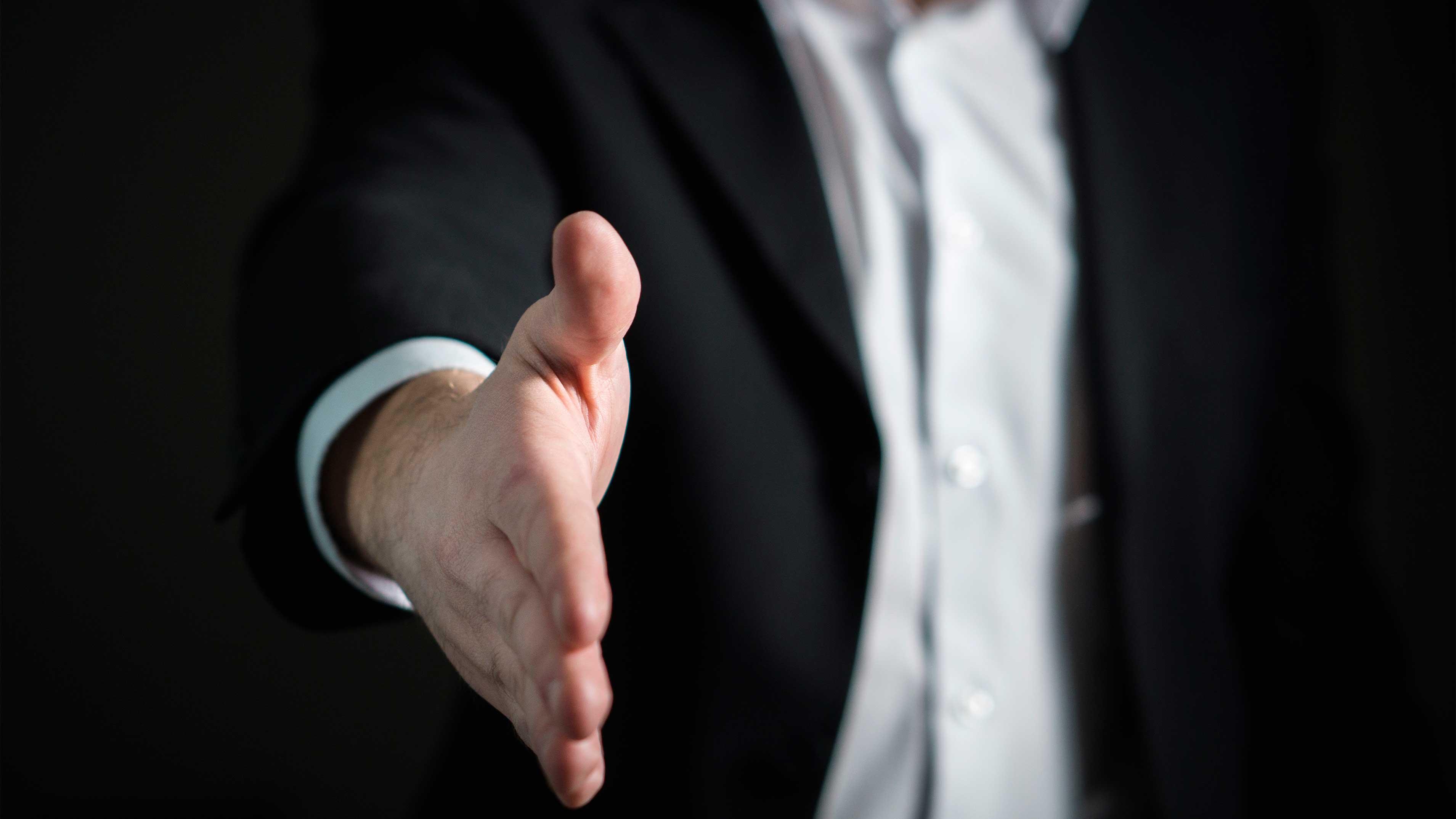 Desafio Profissional: 3 Dicas para Encará-lo de Frente - Mão estendida