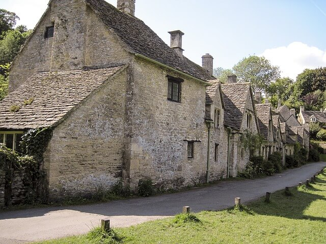 Jo Aldridge Property Finder in The Cotswolds