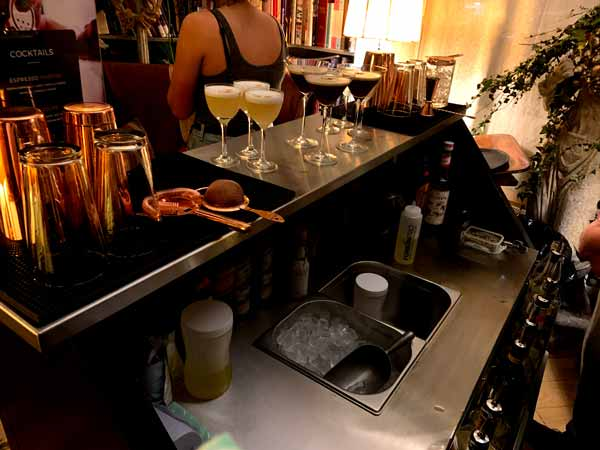 Stainless-steal-mobile-bar