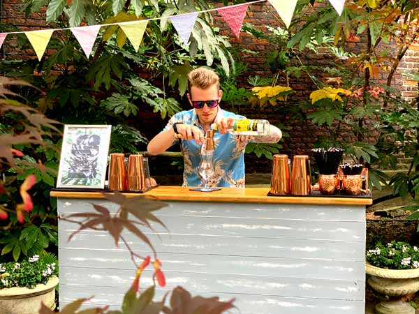 Tropical barman