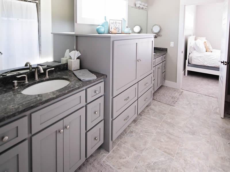 Beautiful bathrooms by EL Builders
