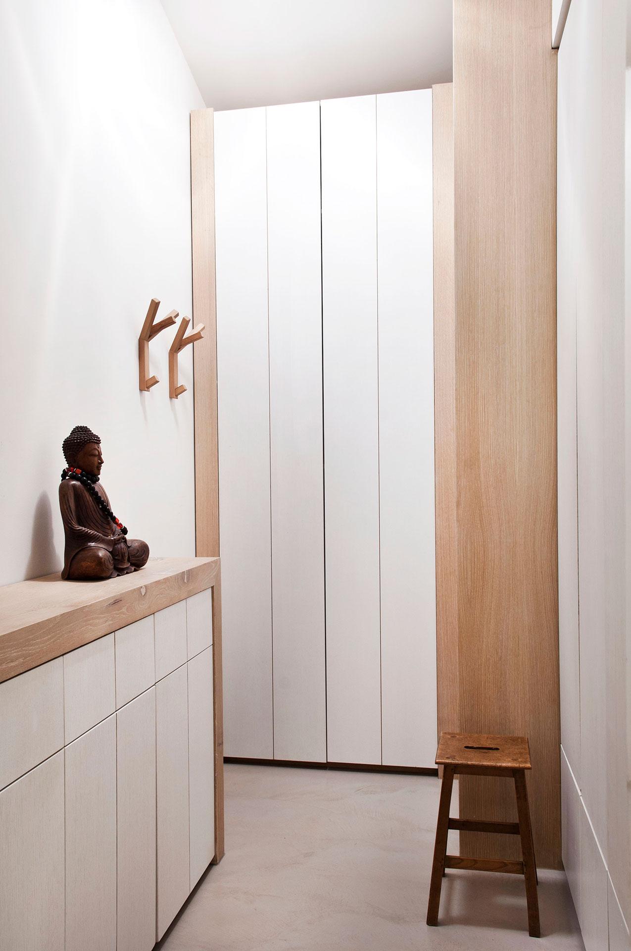 Houten inbouwkast en dressoir