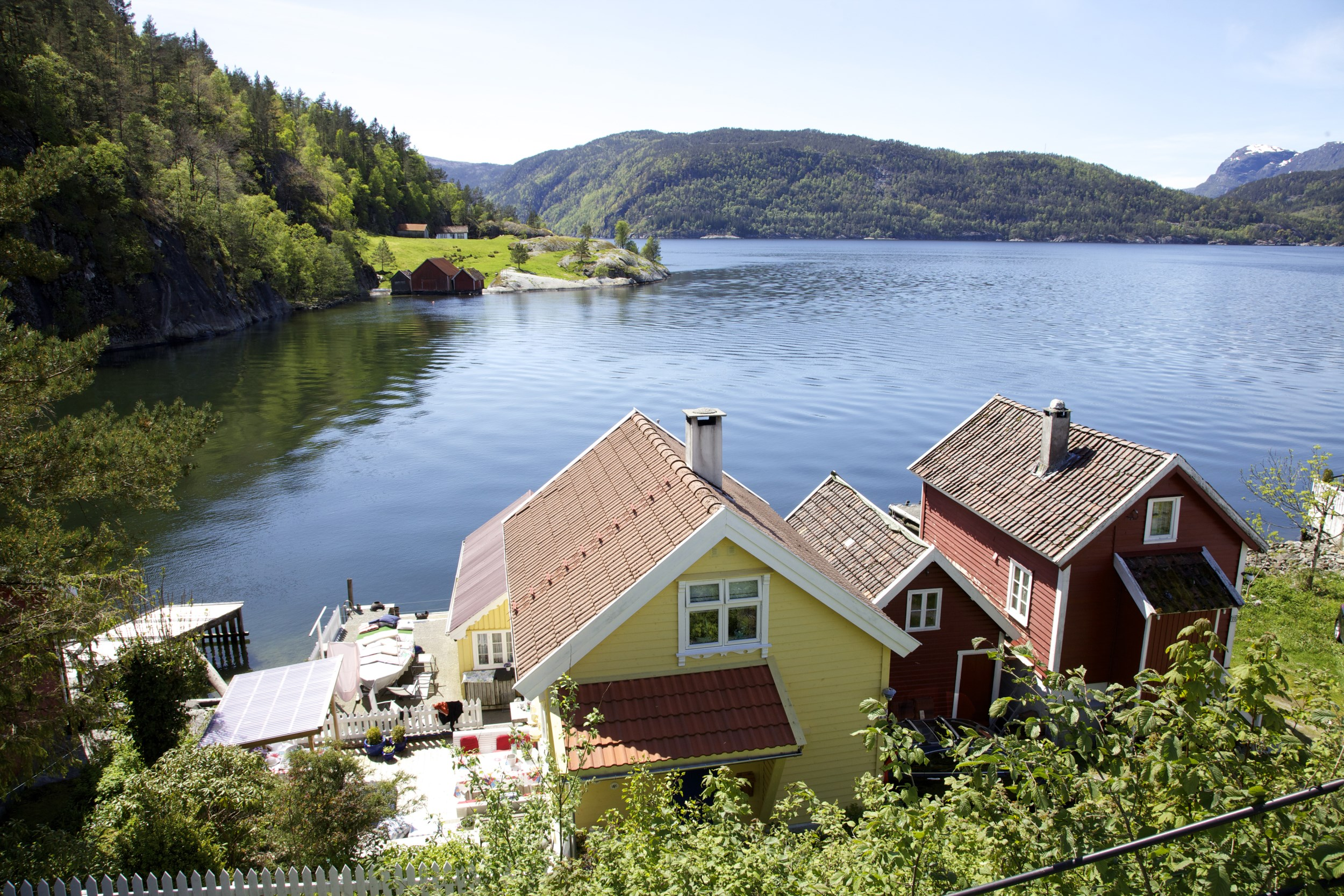 Picture of the fjordside village of Sand
