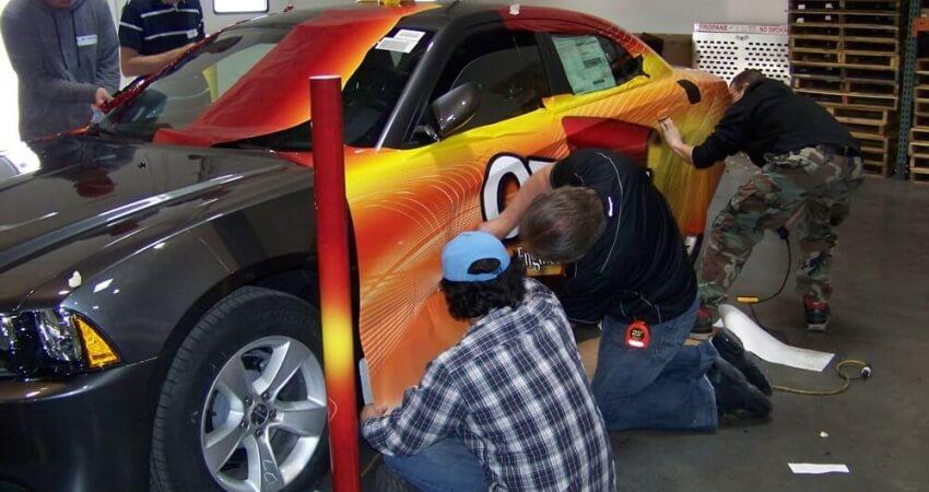 Inscriptionarea masinii - o metoda ieftina si eficienta ca sa-ti faci reclama