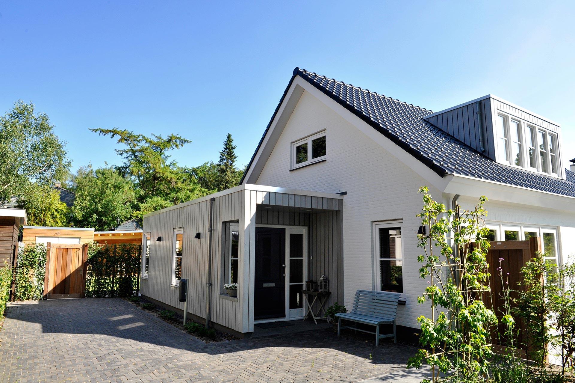 Aanleg van nieuwe tuin en terrasvoorFam.BuitenhuisinBergen