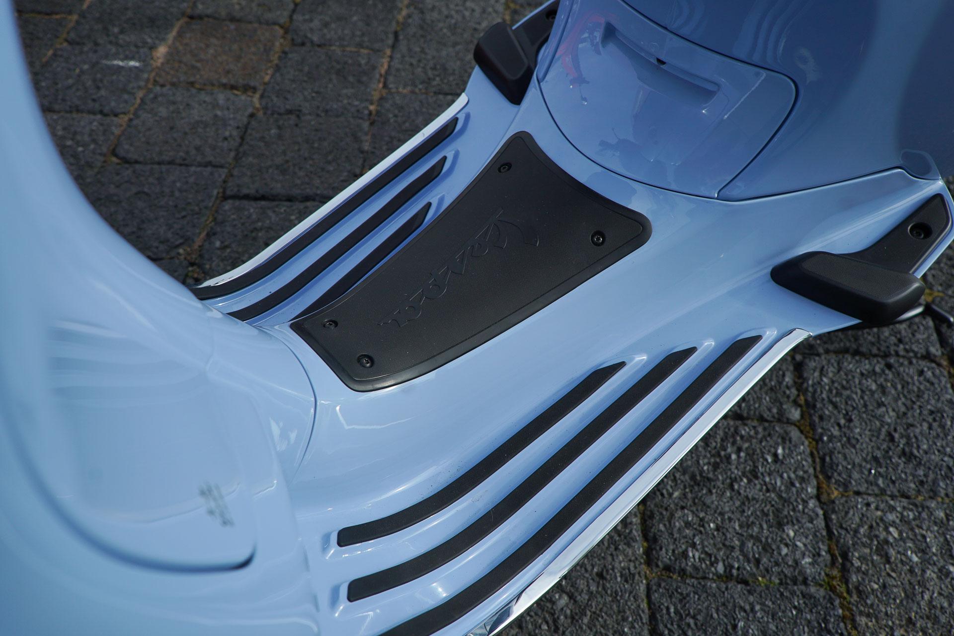 Vespa blauw Voetenruimte Strips