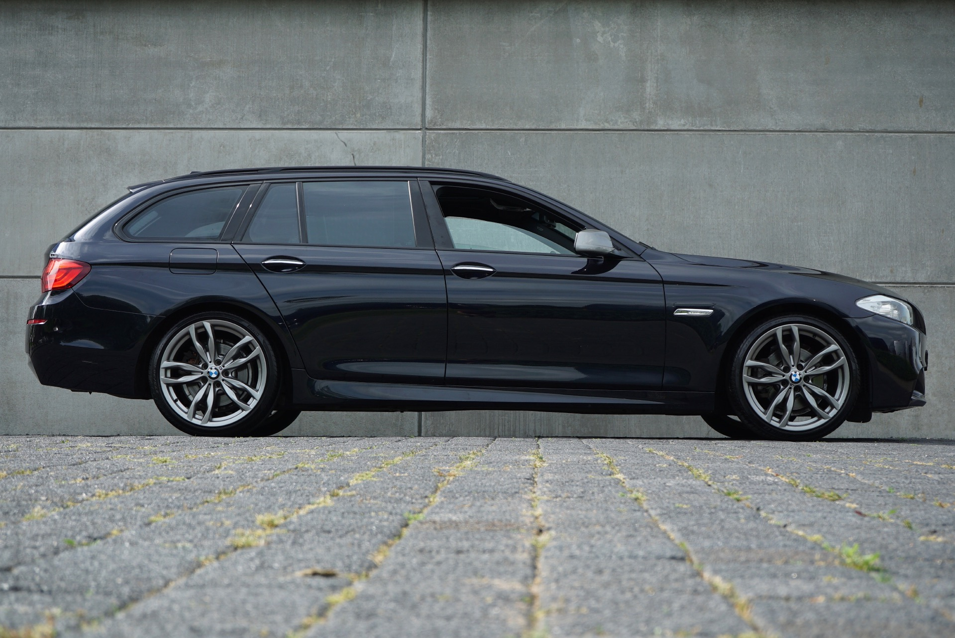 BMW 5-SERIE TOURING 523I HIGH EXECUTIVE