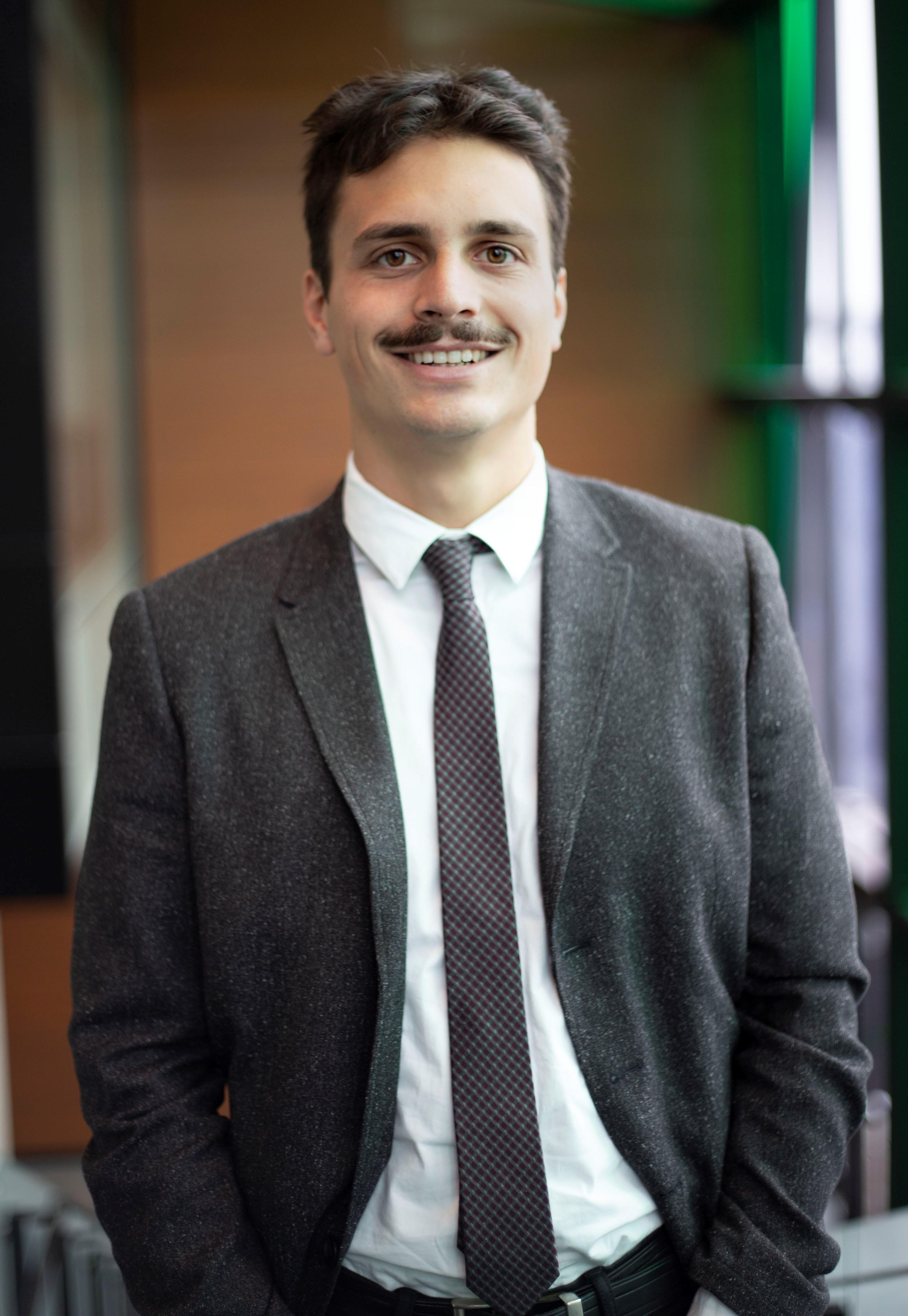 Justin Roy, Stagiaire en droit