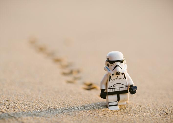 star_wars_villain_walking_in_sand
