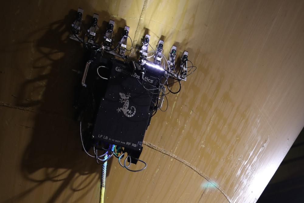Gecko TOKA wall-climbing robot with 8 transducers