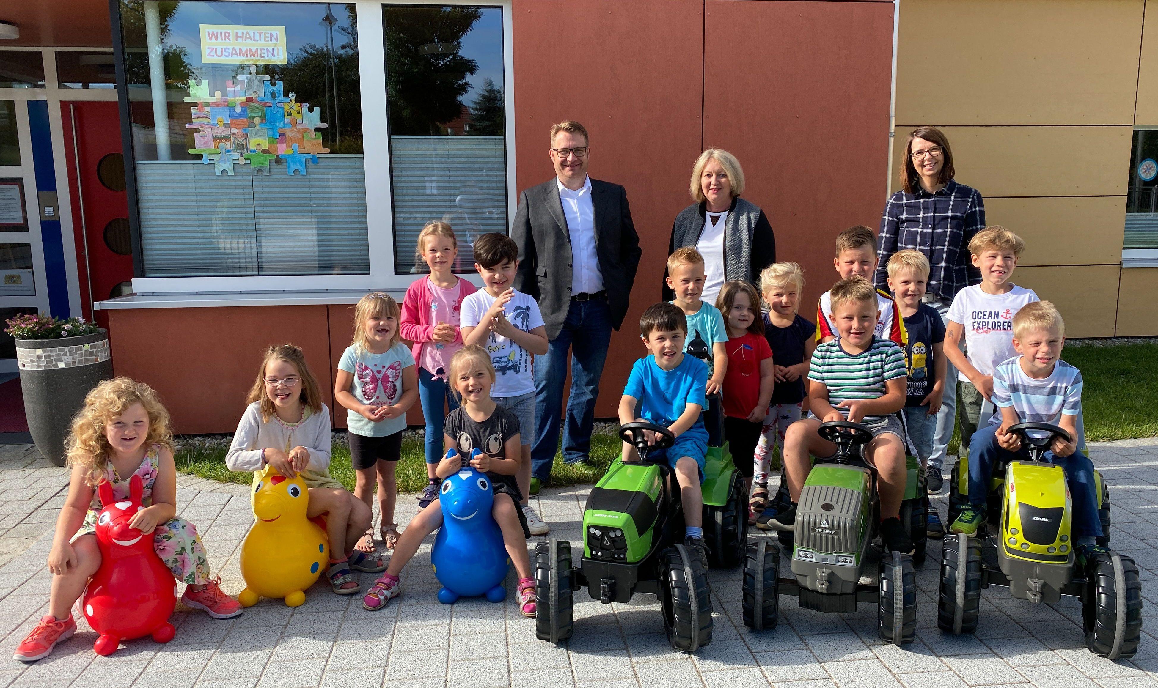 Der Kindergarten St. Ulrich in Buchdorf freut sich über die 500 Euro Spende der FRANKENRASTER GmbH