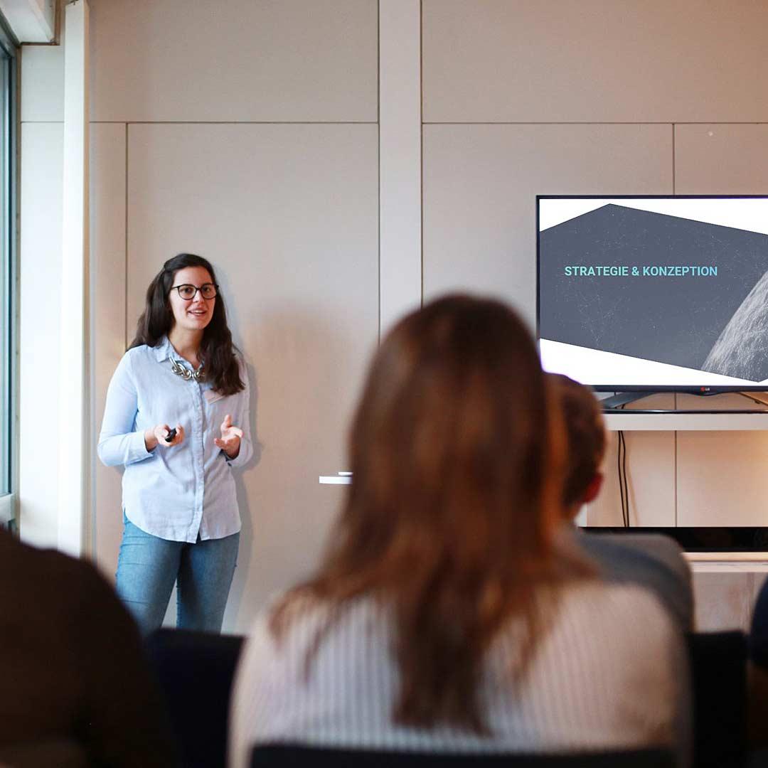 """ideenhunger Mitarbeiterin Miriam Karcher präsentiert als Speaker ihr Thema """"Erfolgsfaktoren für Social Media- & Google-Kampagnen"""""""