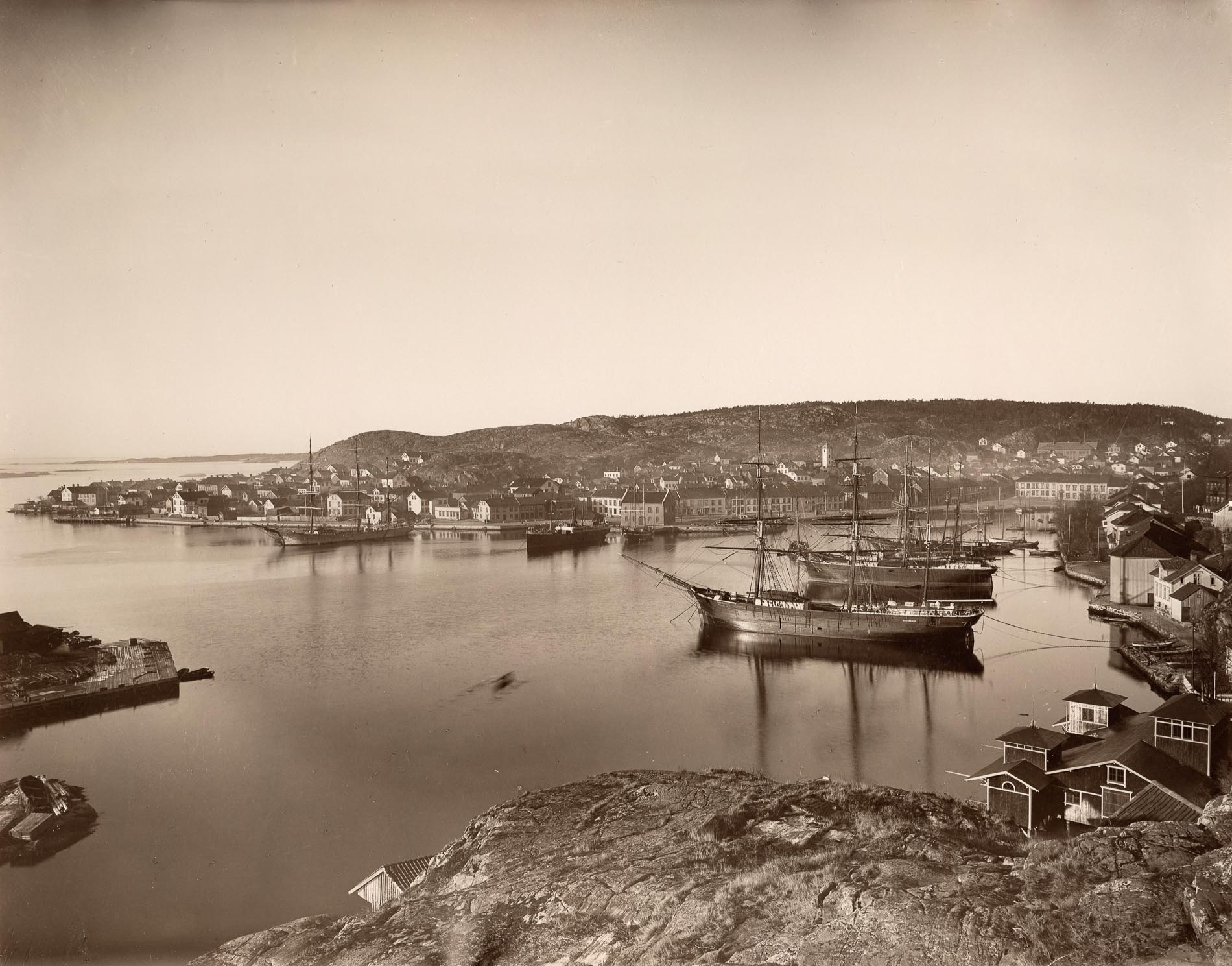 Historic view of sailing ships in Risør harbour