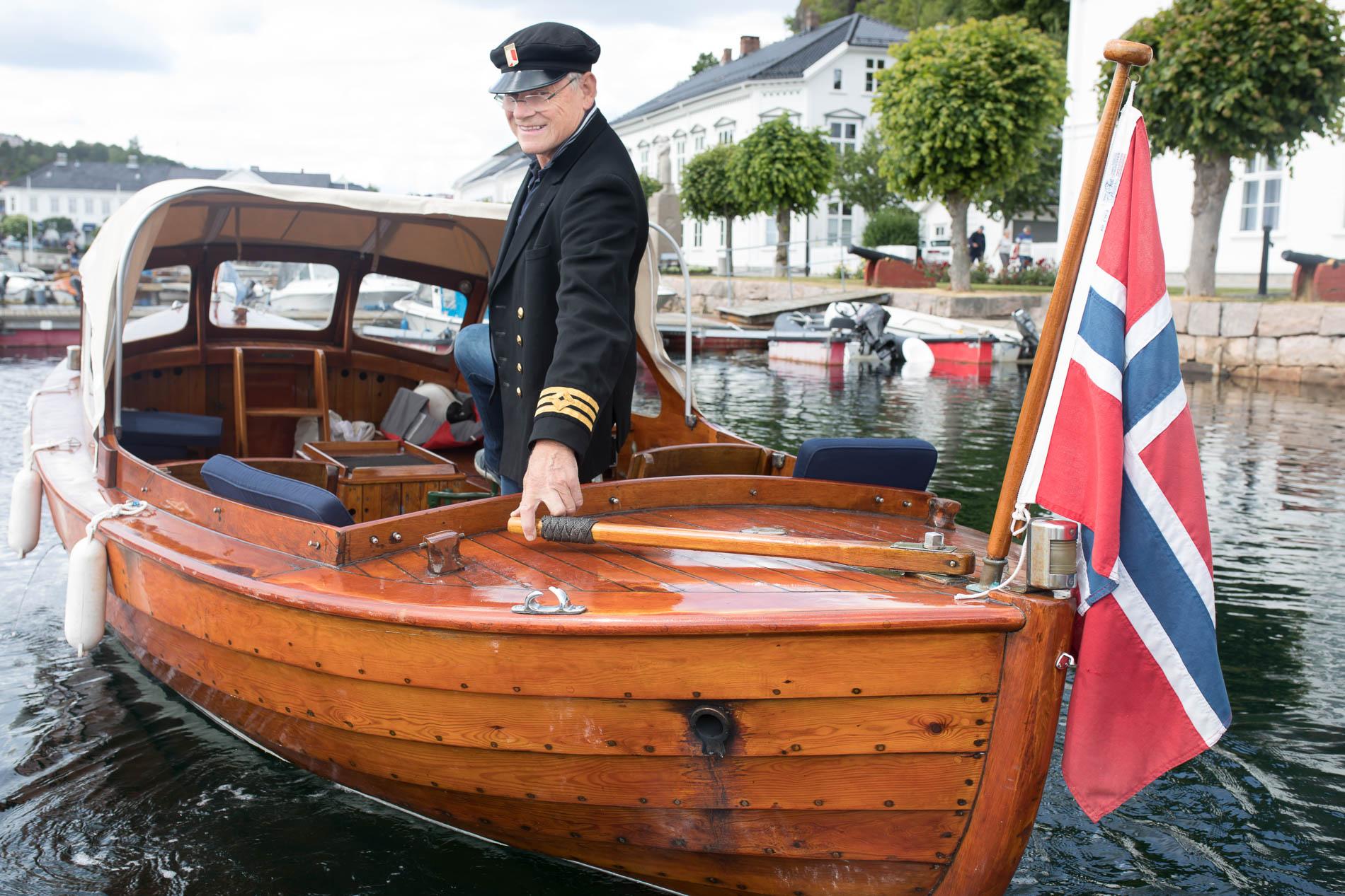 Oddvar Halvorsen og en trebåt