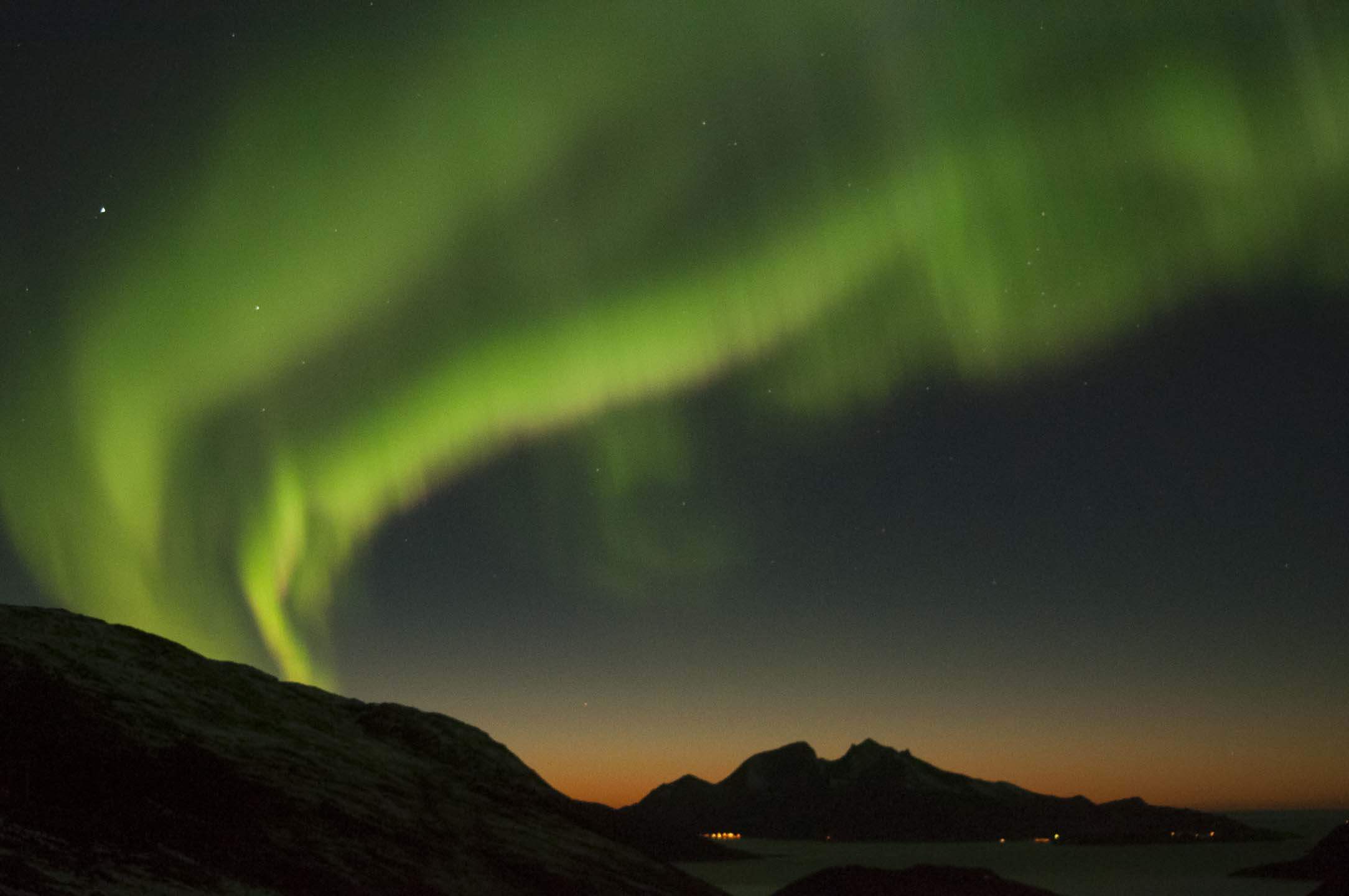 "Join Arctic Safari on a unique hunt with yacht and bus for the magical northern light ""Aurora Borealis"""