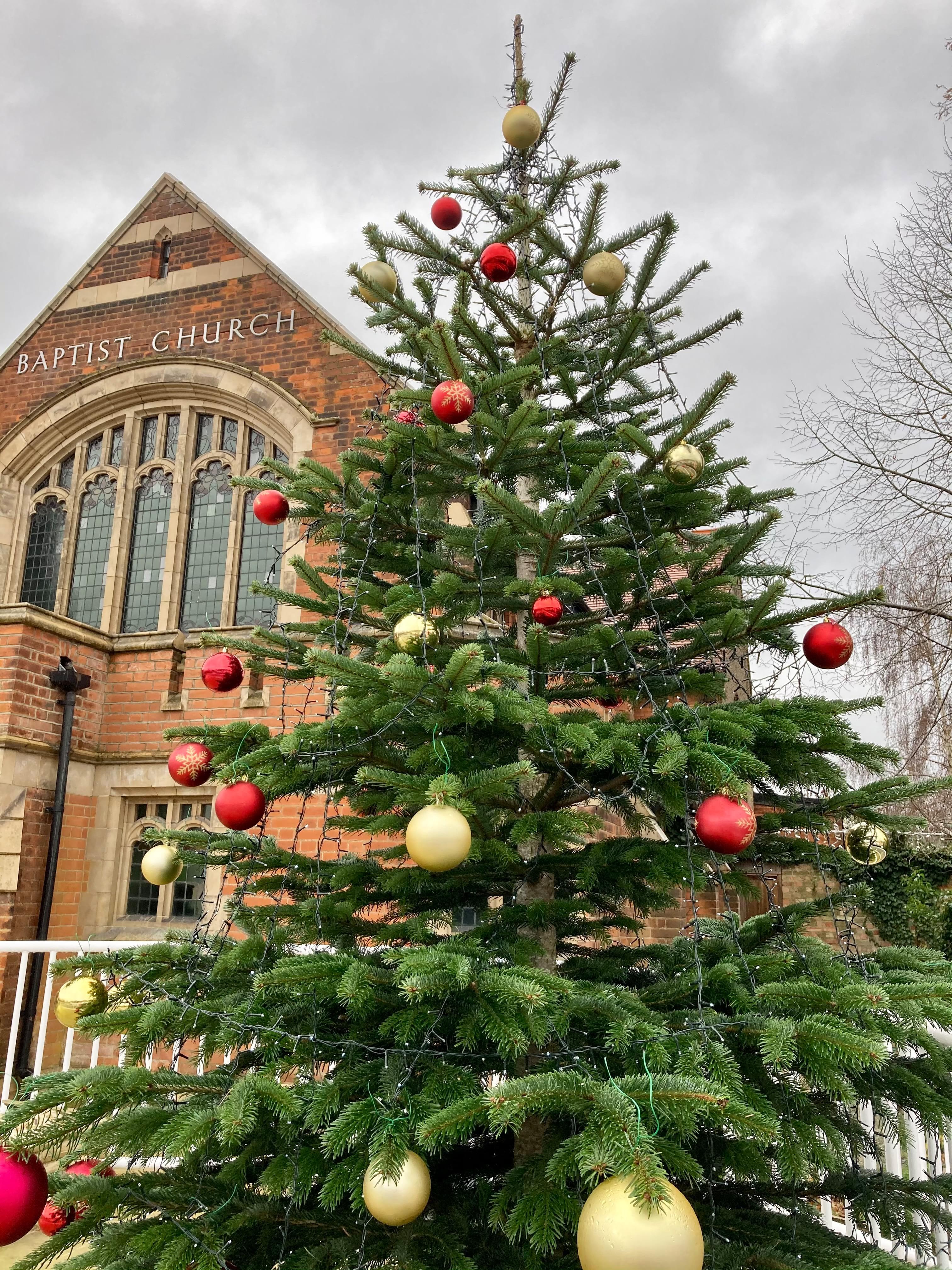 Christmas tree decorated, good job all!