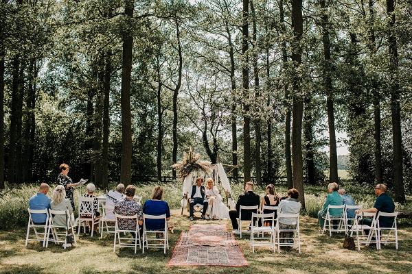 Prachtige huwelijkceremonie helemaal corona-proof