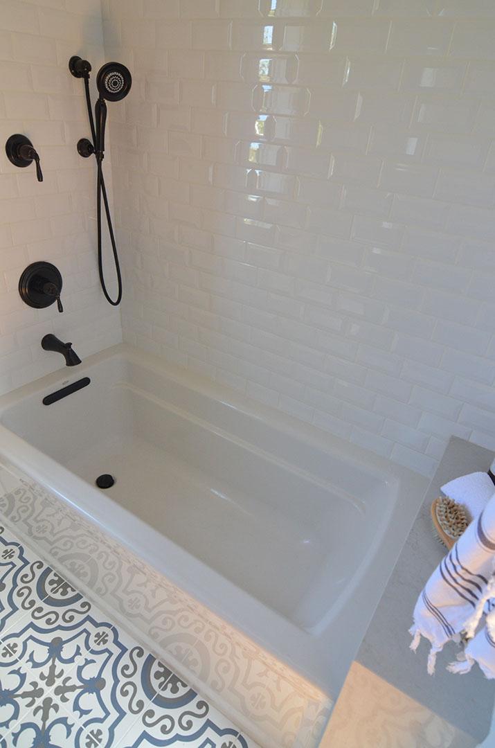 Bath tub design in North Berkeley