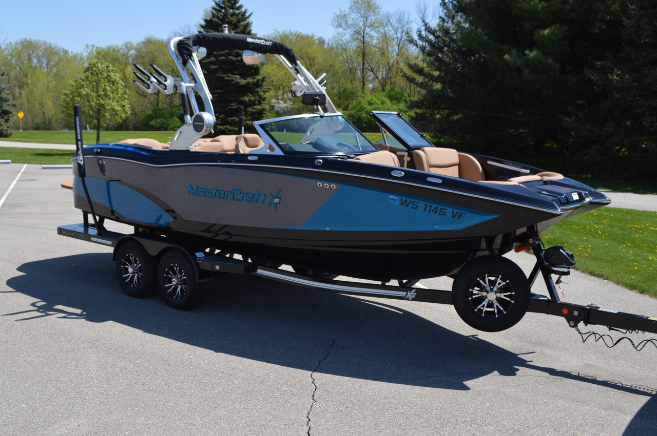 2018 Mastercraft X23_3849_Side View showing the two tone metal flake
