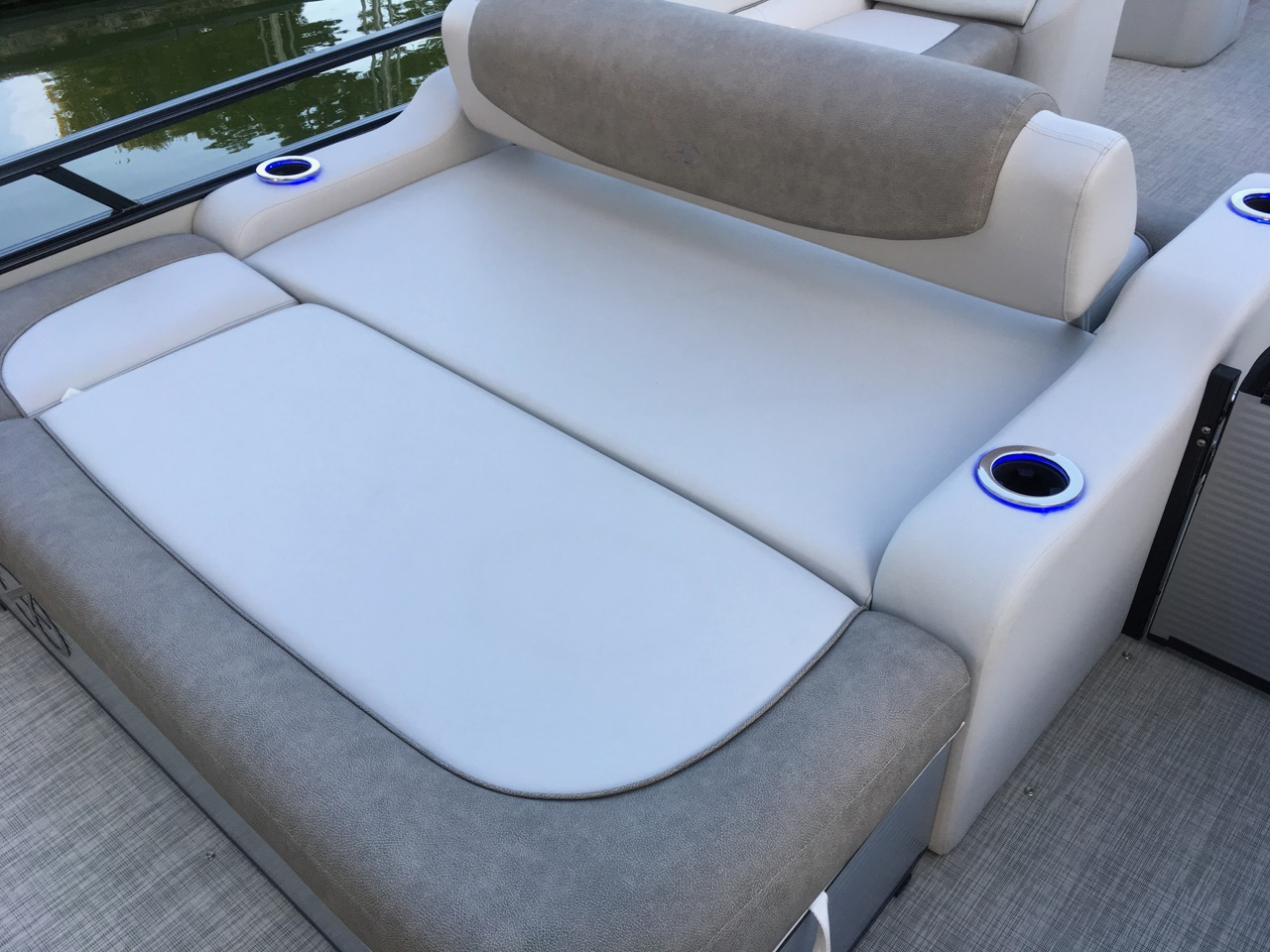 2019 Avalon Catalina VRB 23-Versatile rear bench, forward position