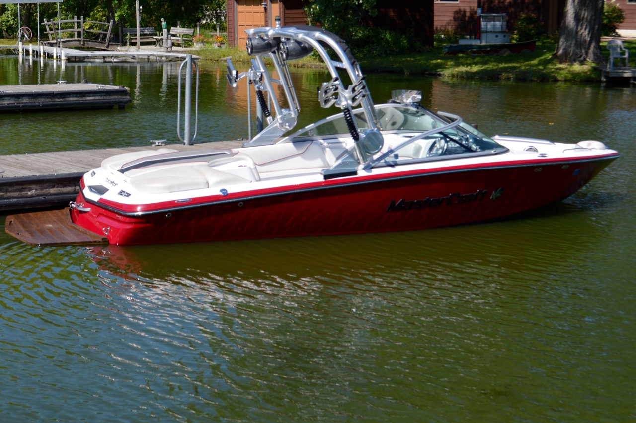 2012 Mastercraft X14v_Side view in lake
