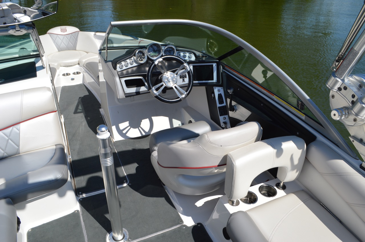 2012 Mastercraft X14v_Helm view from lake