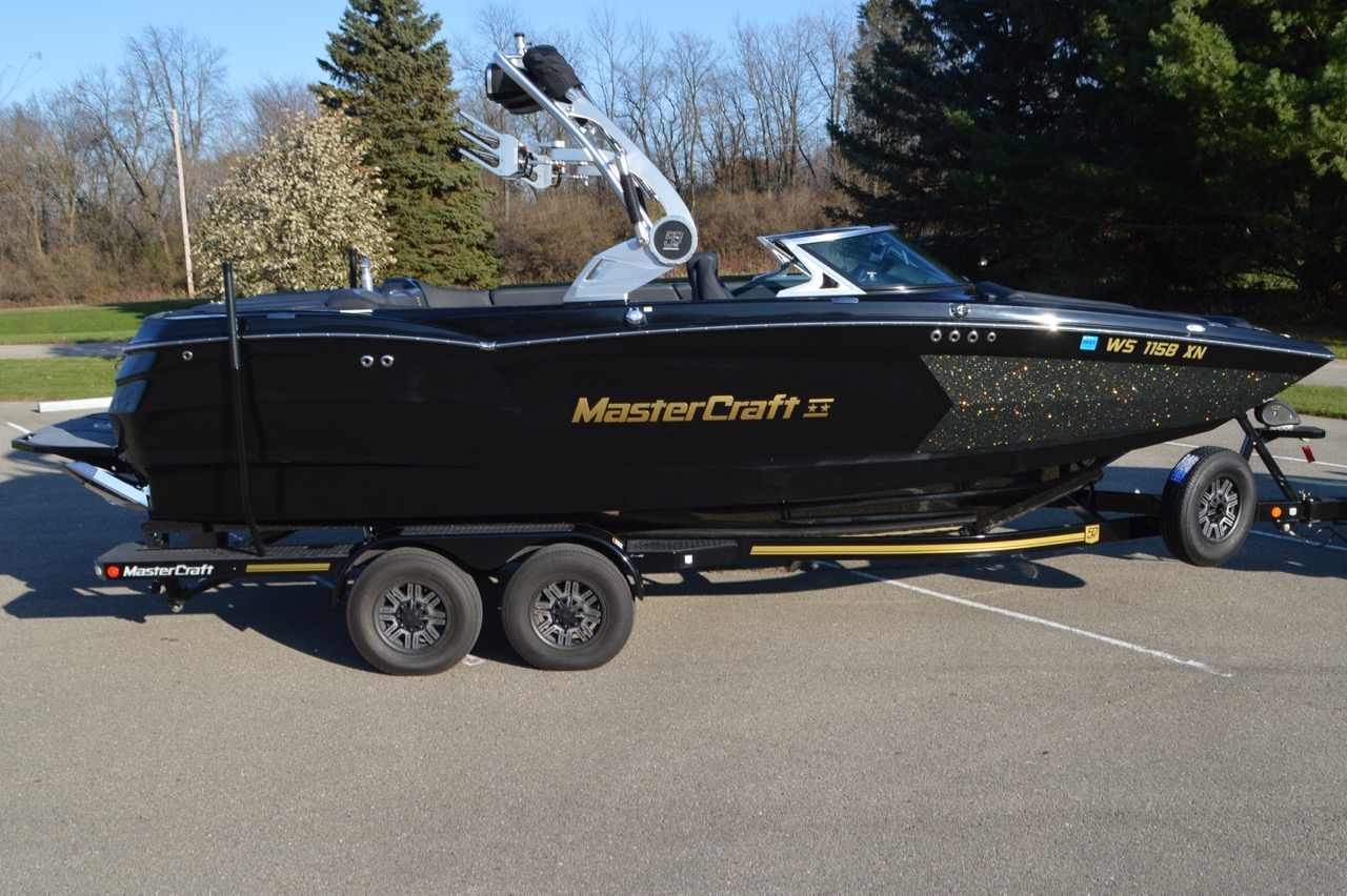 2018 Mastercraft XStar 50th Anniversary Edition_Side View Starboard