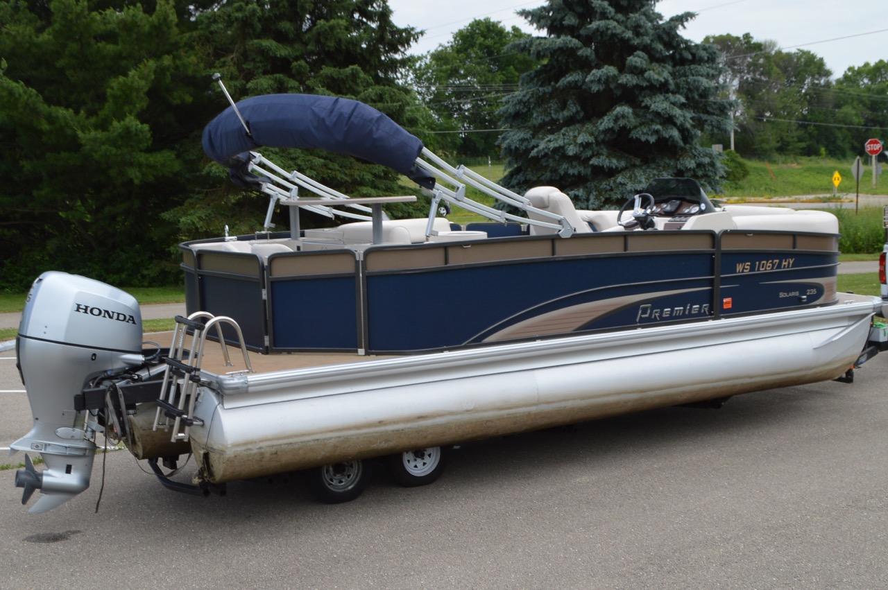2013 Premier Solaris 235 TriToon with Honda 115hp. Side rear view
