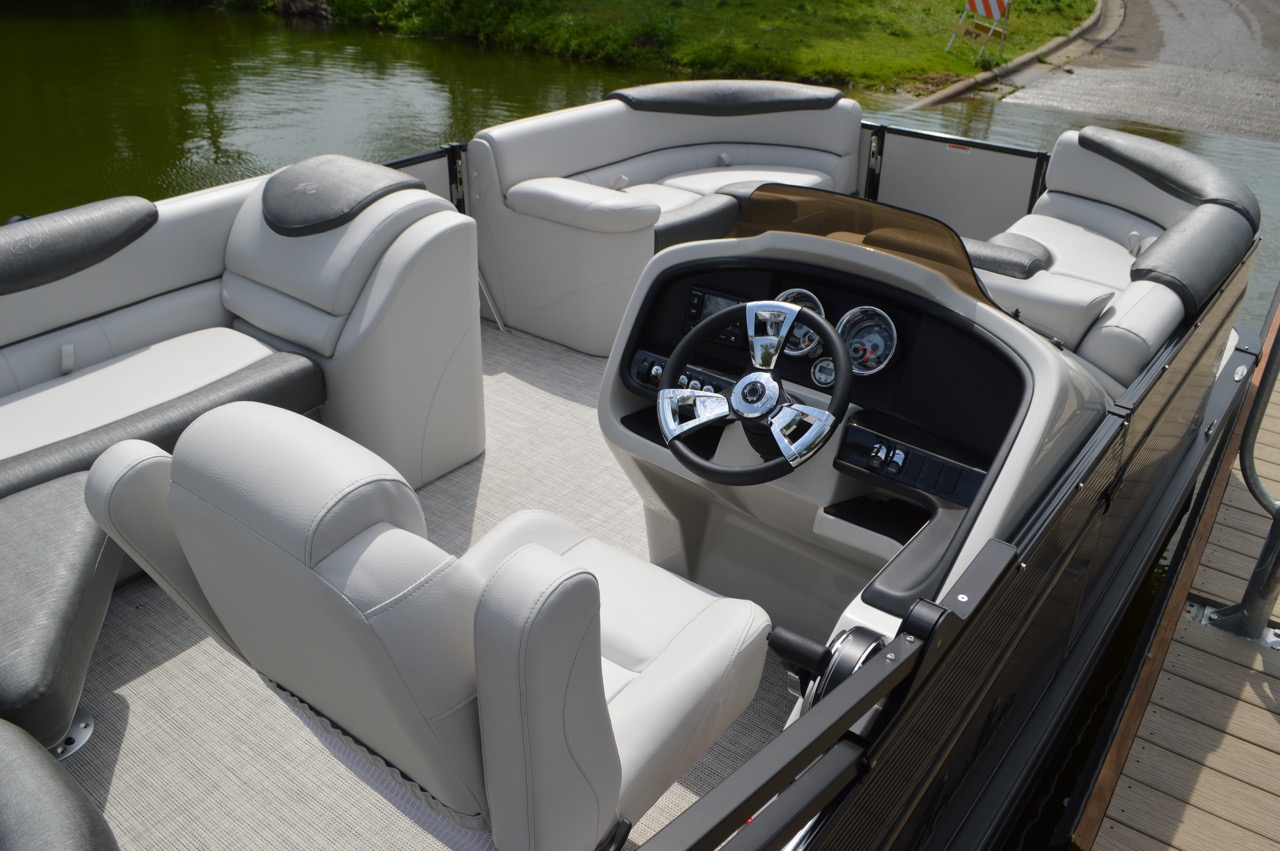 2020 Avalon Catalina Rear J. 23' Driver's seat and helm