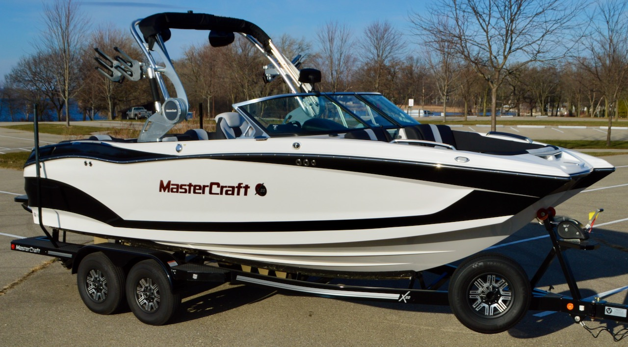 2019 MasterCraft X22 with Midnite Black and White