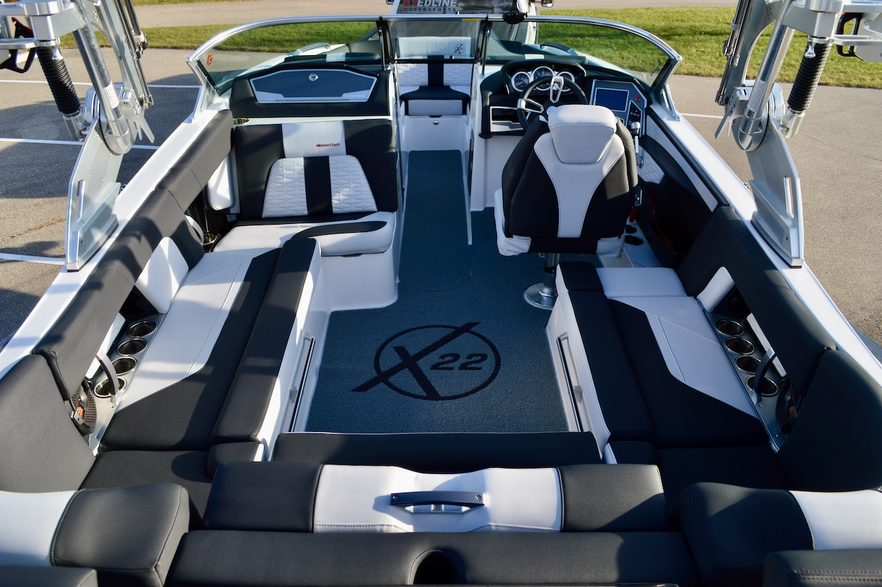 2019 MasterCraft X22 with Coolfeel Jet Black Interior