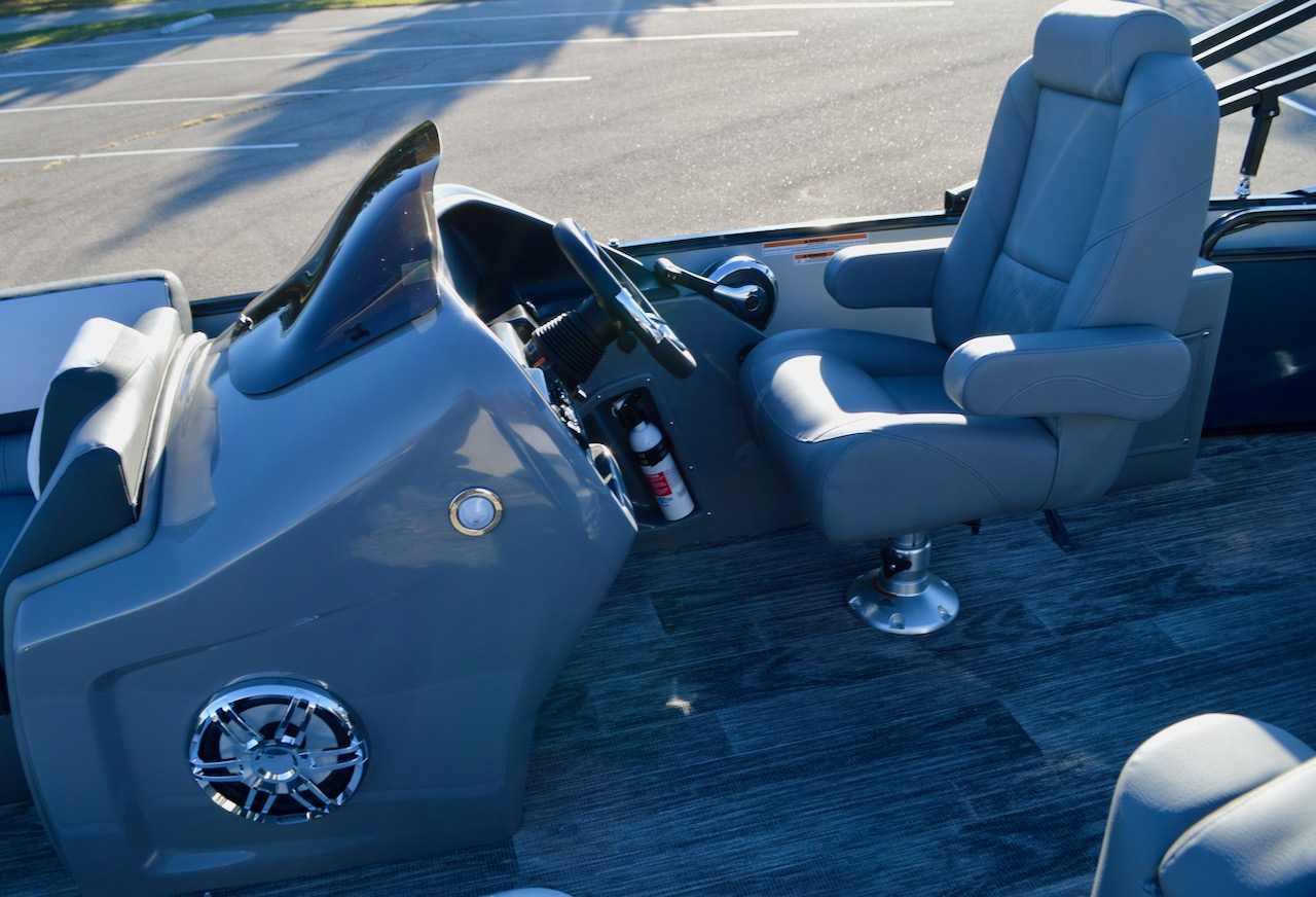 2021 25' Catalina Versatile Rear Bench with Graphite Interior Package