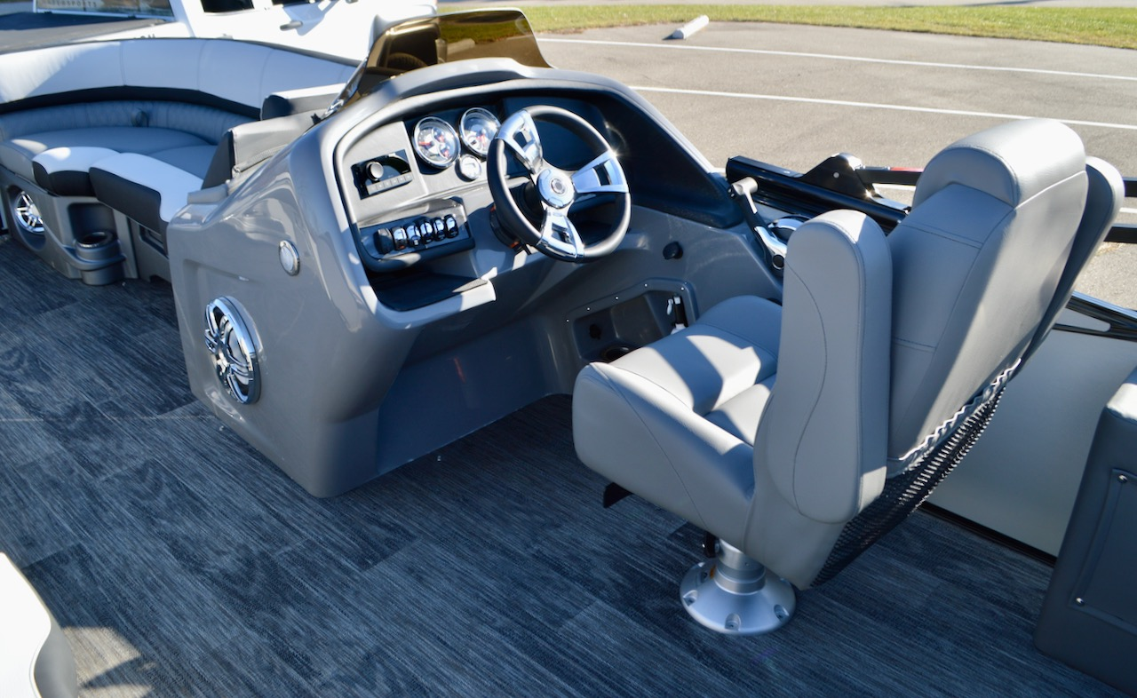 2021 23' Catalina Rear J Lounger with Blackout Package