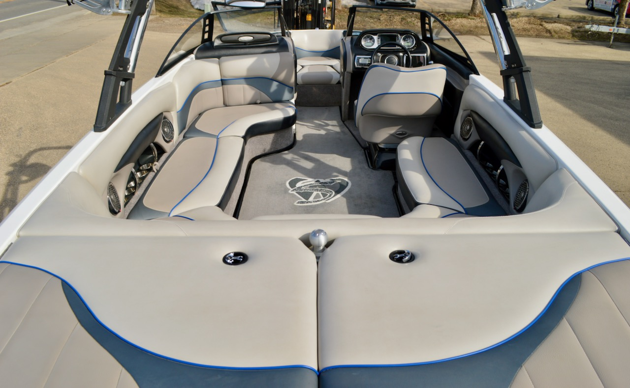 2011 Malibu Wakesetter 23 LSV with Table