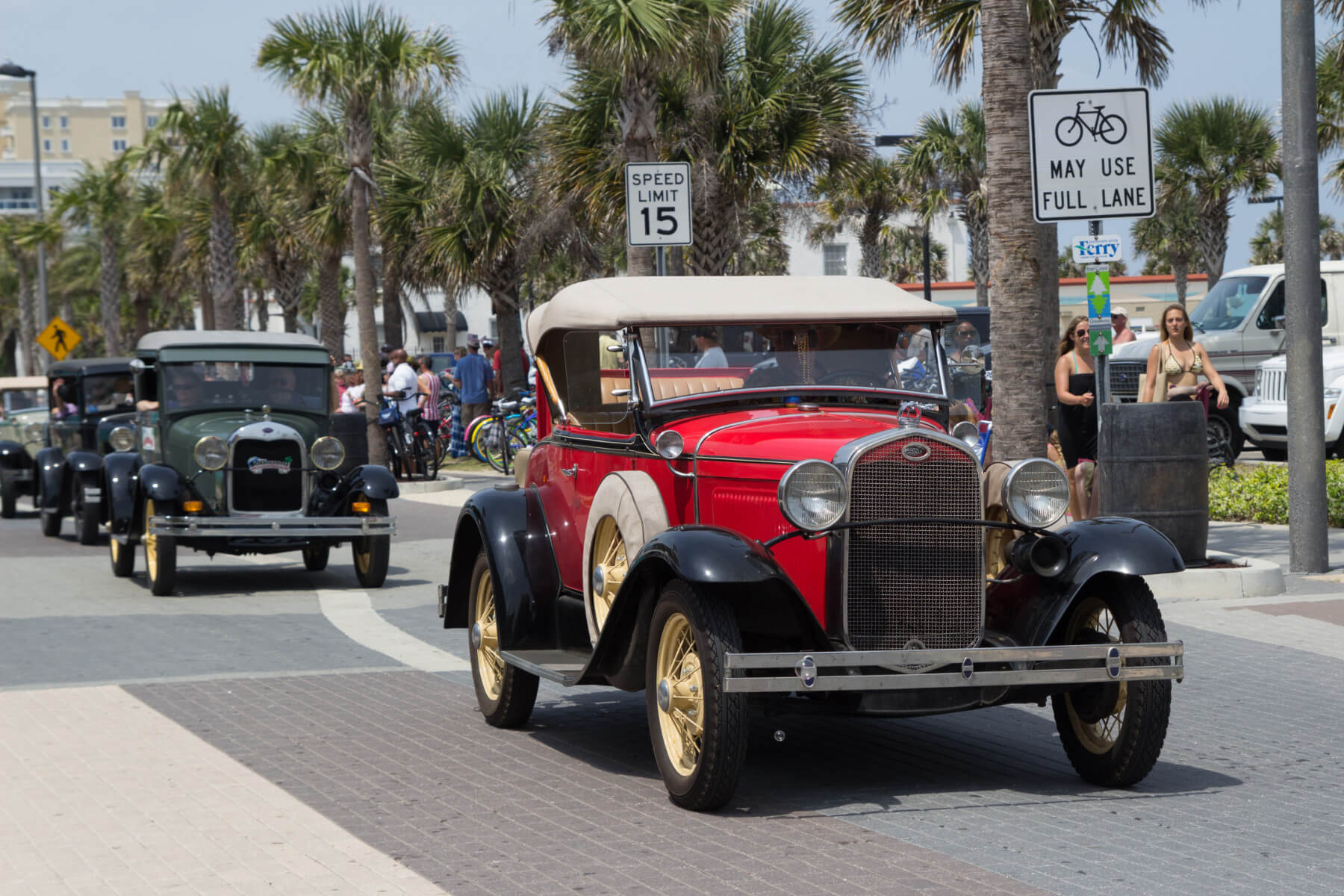 Downtown Jac Beach Classic Car