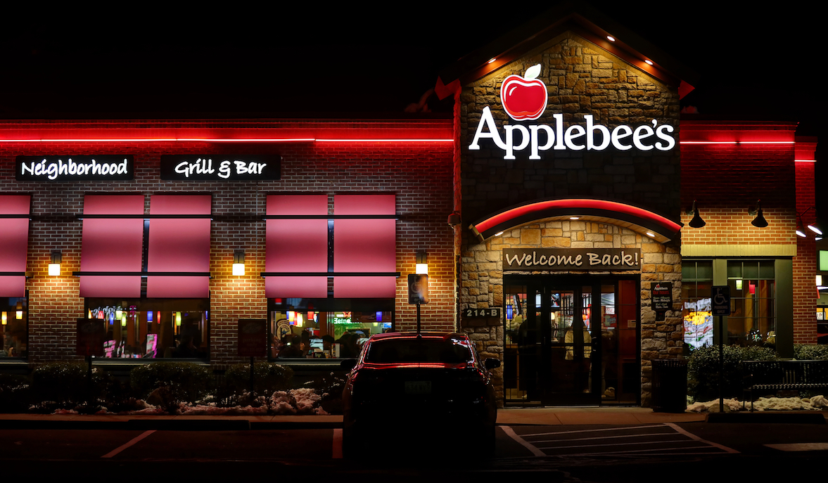 Applebee's Hostess to Receive $100k in Trans Bias Lawsuit