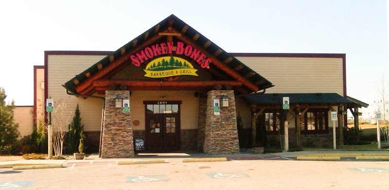 Smokey Bones Restaurant Accused of Tip Credit Violations