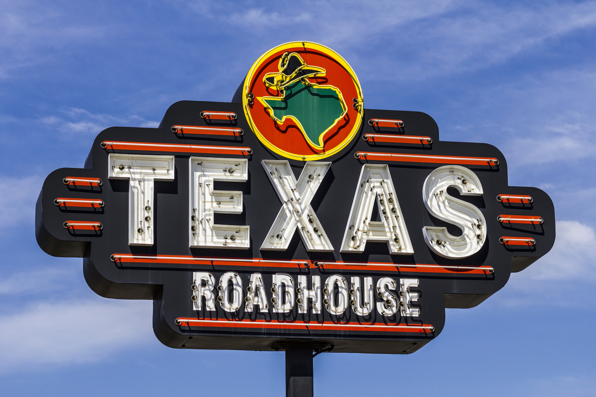 Texas Roadhouse Sued by Assistant Managers for Overtime Pay