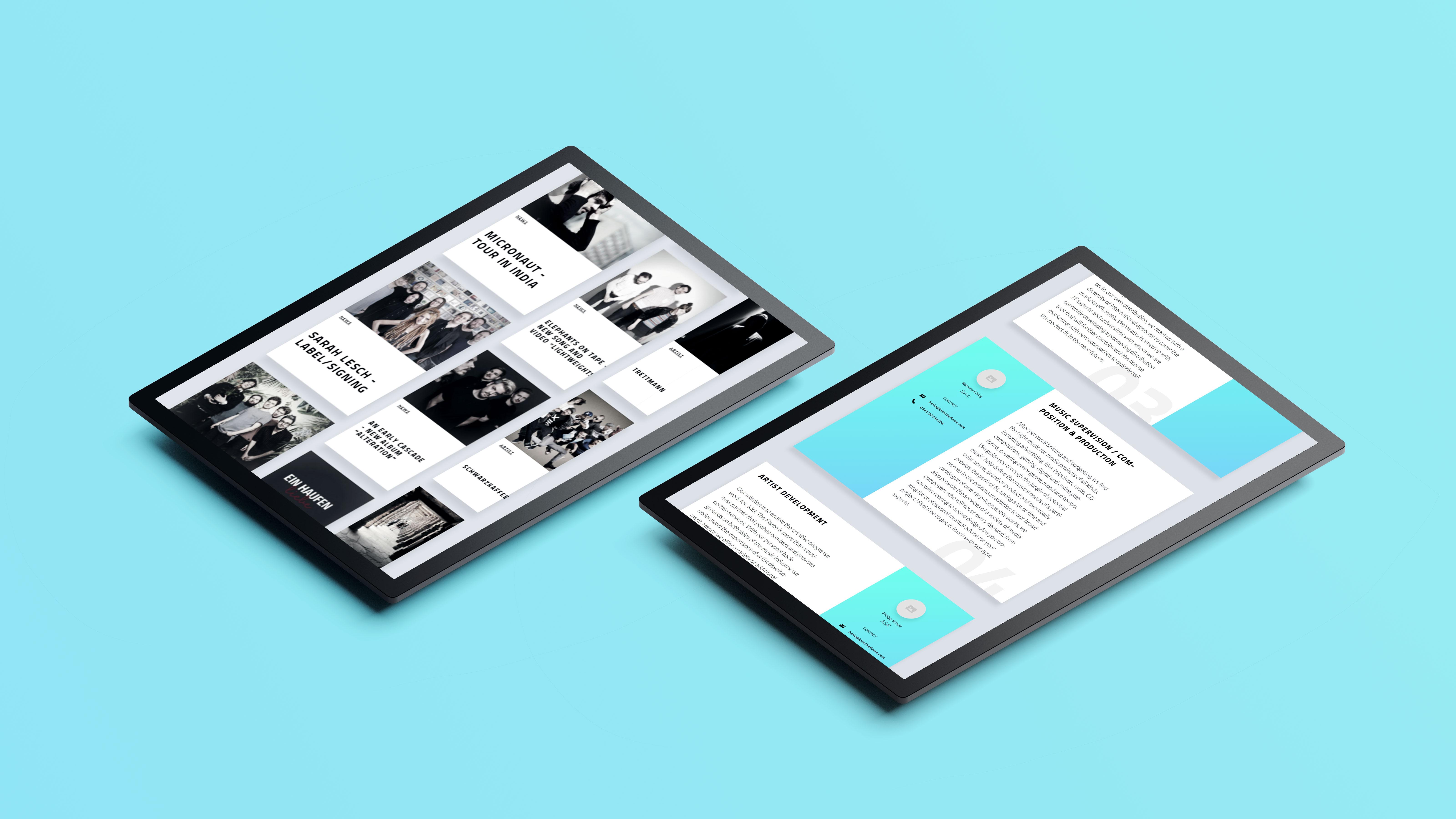 hellblauer Hintergrund, darauf 2 Tablets mit unterschiedlichen Ansichten der Website