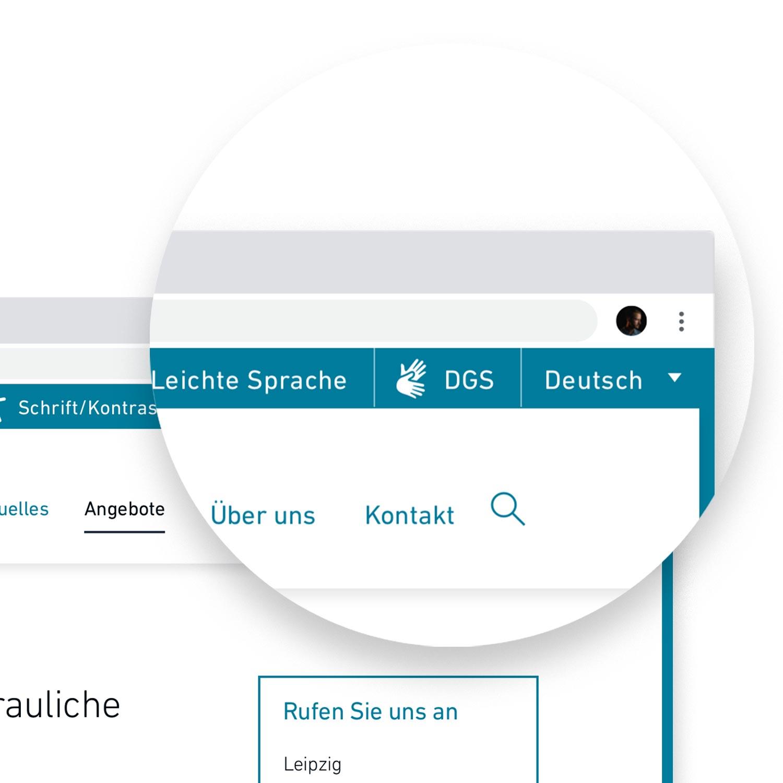 Lupe über der neuen Website, die die Menüoptionen für Accessibillity (Schriftkontrast, leichte Sprache, Gebärdensprache und Fremdsprachen) hervorhebt.