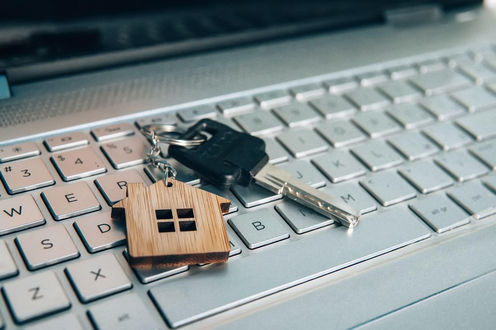¿Cómo vender bienes raíces en Internet?