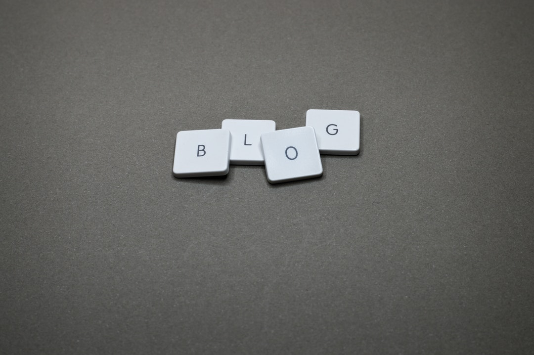 """Palabra """"blog"""" hecha con teclas de laptop."""