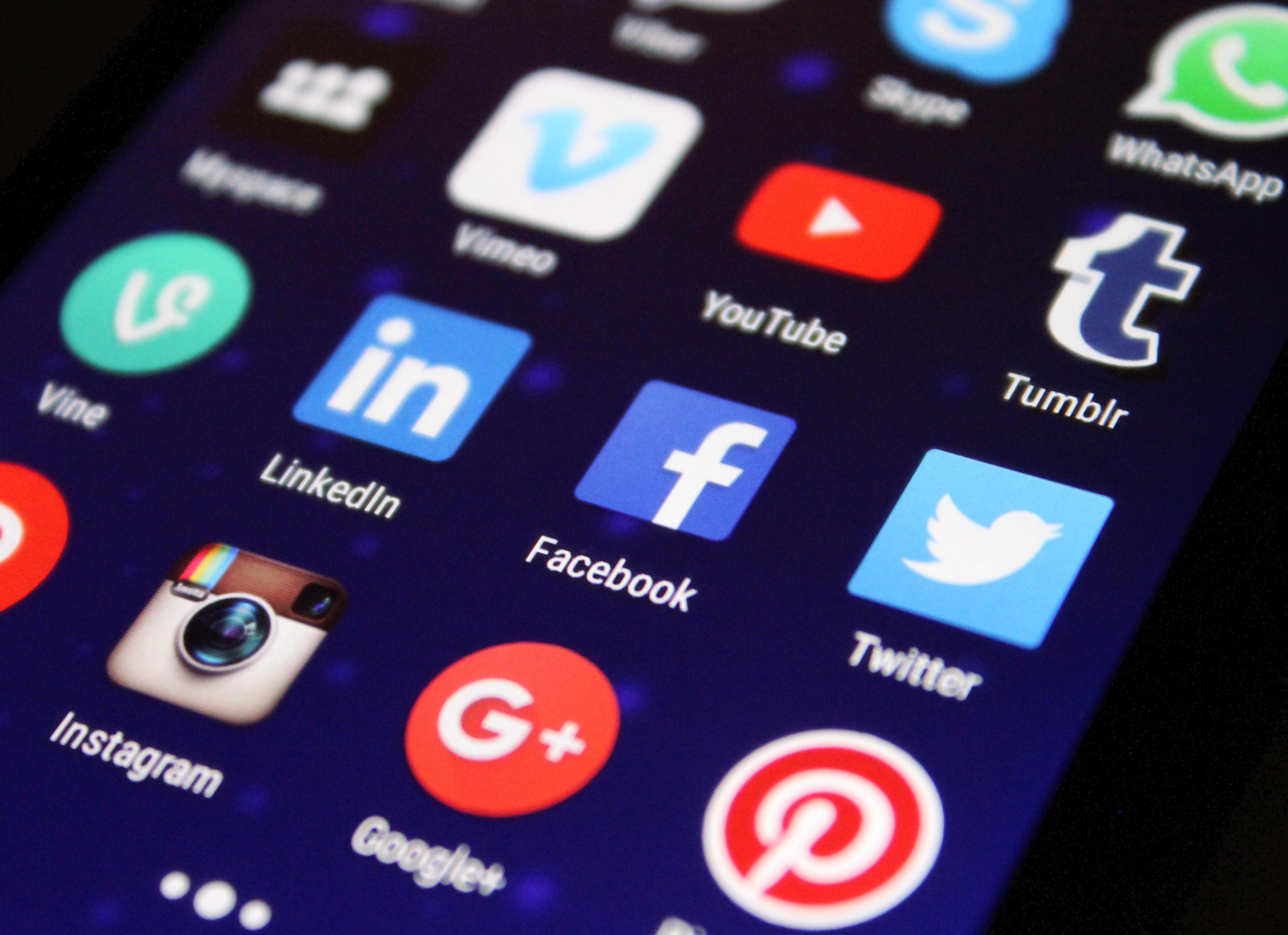 facebook y otras aplicaciones en un celular