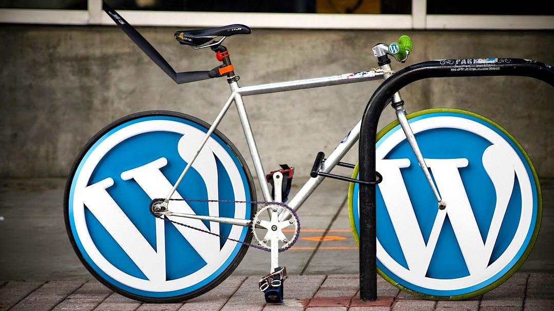 Bicicleta con llantas de WordPress.