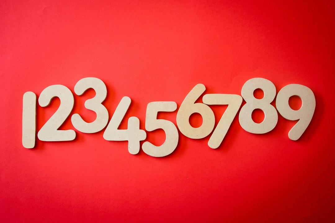 Números de madera.